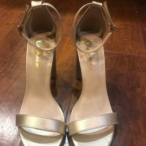 Lulu's Taylor Gold Ankle Strap Heel sandals (NEW)